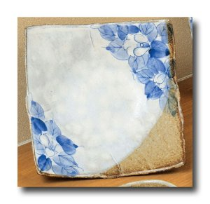 画像3: 九谷焼6.5号角盛皿 藍椿【虚空蔵窯】(化粧箱入)