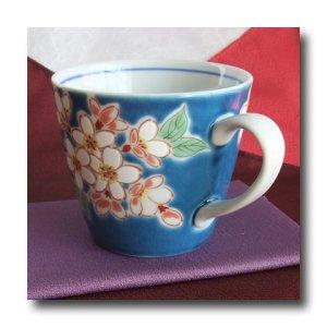 画像4: 九谷焼マグカップ 紺地桜(紙箱入)