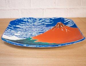 画像1: 九谷焼 盛皿 赤富士-Red Mt.Fuji-【青郊窯】(化粧箱入)