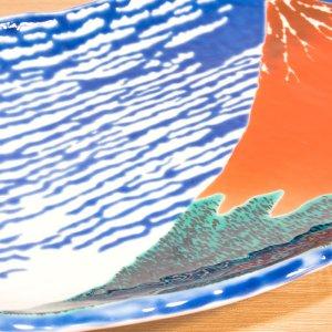 画像3: 九谷焼 盛皿 赤富士-Red Mt.Fuji-【青郊窯】(化粧箱入)