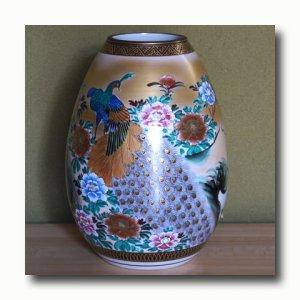 画像2: 九谷焼10号花瓶(細)  本金牡丹孔雀(木箱入)【特価品】<数量限定>